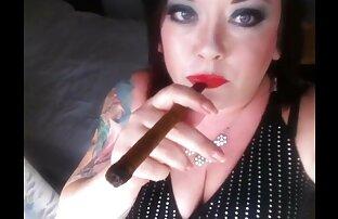Reife Mutter gekleidet reife nackte geile frauen in rot masturbieren mit Spielzeug