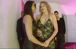 Zoey Wayne mit einer Brustwarze, die reife sexi frauen gebrochen ist, sitzt auf der Herrin.