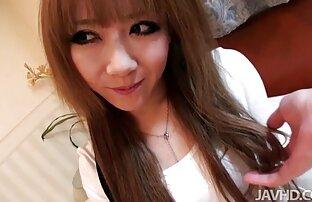 Mädchen mit T-Shirt Farbe reife frauen mit schönen brüsten make-up Frauen in einem weißen Hemd, Hände in pussy