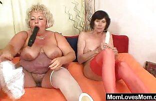 Hausfrau glücklich, die beiden jungen zu ältere dame wird gefickt geben