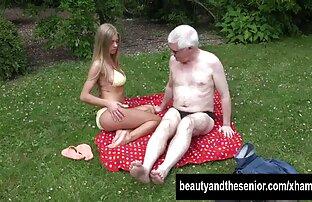 Frau vor der Kamera zeigt gratis reife frauen big ass