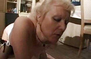 Nach cooney Reifen reife sex video saugt jung im Badezimmer