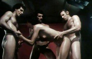 Ein Mann in grün und seine Freunde, eine russische ältere geile weiber massage Streifen