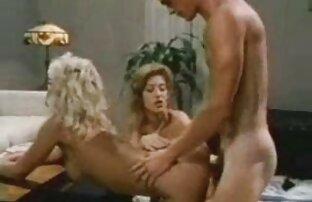 Massage Ihrer Kunden nackte reife nachbarin im Wohnzimmer