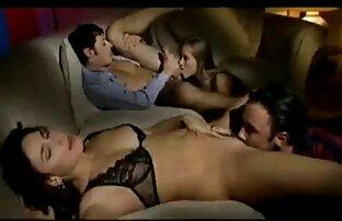 Zwei Männer in schwarz mit einem großen Auslauf, biegen Sie in die Frau eines anderen Mannes, in den Raum vor dem Spiegel reife damen sexkontakte