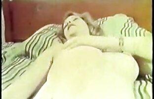 MAMA mit ältere frauensex einem paar auf der couch