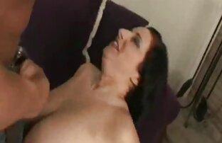 Party Mädchen willige reife frauen haben sex in einem Nachtclub.