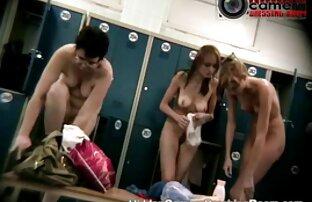 Die Blondine im Zimmer sitzt auf dem Gesicht ihres Mannes reifer deutscher sex und genießen